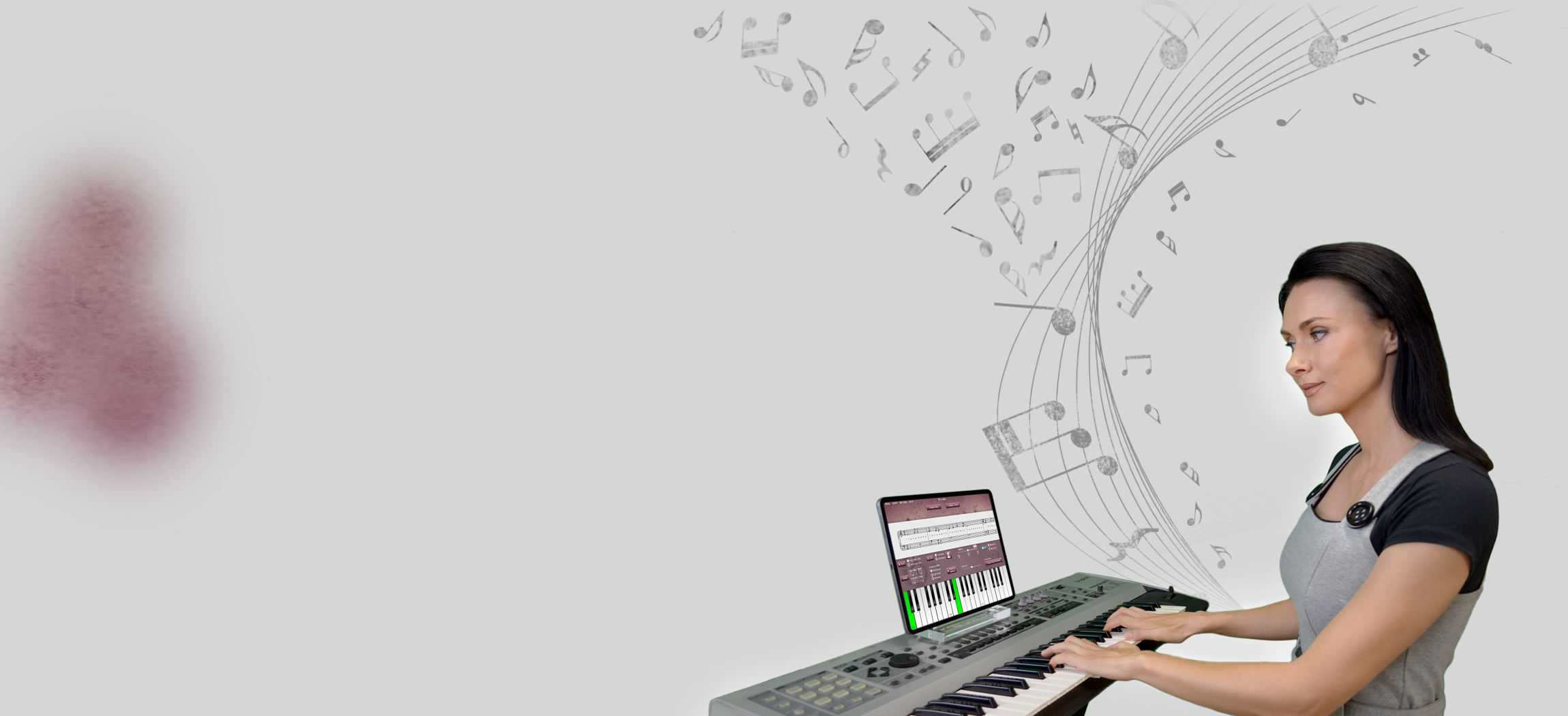 woman learning to play piano online with Musiah