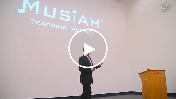 Brendan Hogan (Musiah Inventor) giving lecture on the Musiah piano method